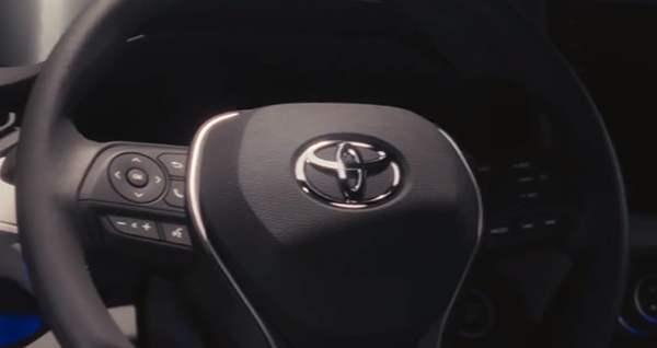 Toyota hat Jubiläumsversion des RAV4 in Russland vorgestellt