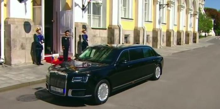Der Wagenpark der Behörden wird russisch