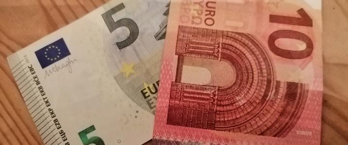 Zentralbank tauscht 100 Milliarden US-Dollar gegen andere Währungen