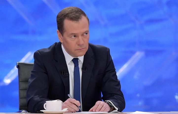 Medwedew drängt, Belastungen für Unternehmen zu reduzieren