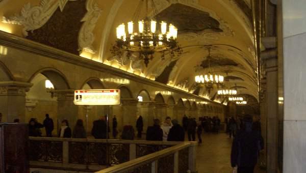 Erste Auktion von alten U-Bahn-Schildern in Moskau