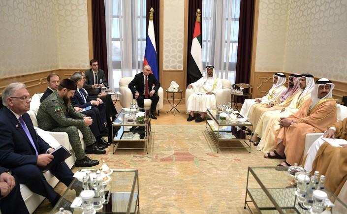 Russland und die VAE haben bei Putins Besuch mehrere Abkommen unterzeichnet